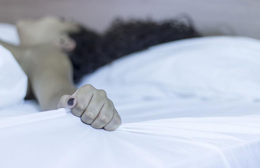 Mann im schlaf befriedigen